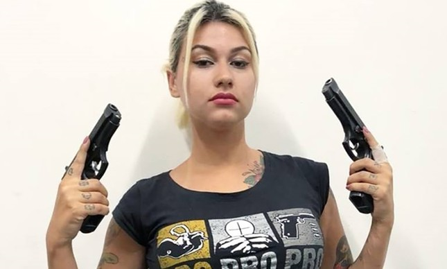 YouTube fecha canal de Sara Giromini por exposição do nome da vítima