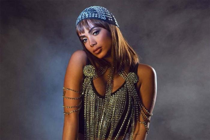 Anitta comemora término de tratamento contra trombose