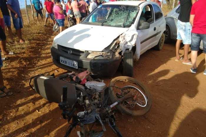 Jovem morre após colisão entre carro e moto em cidade do Cariri