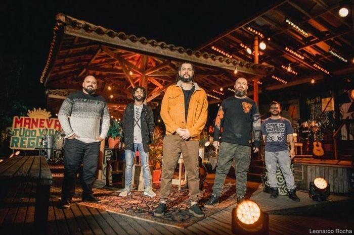 Banda 'Maneva' faz show em estilo drive-in em João Pessoa