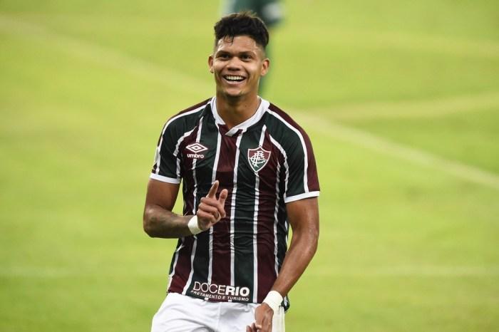 Fluminense anuncia venda do atacante Evanilson