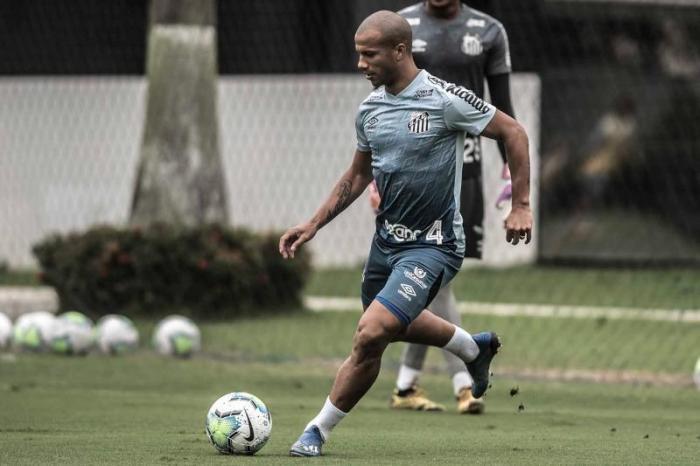 Santos encara o São Paulo para tentar manter o embalo no Brasileiro