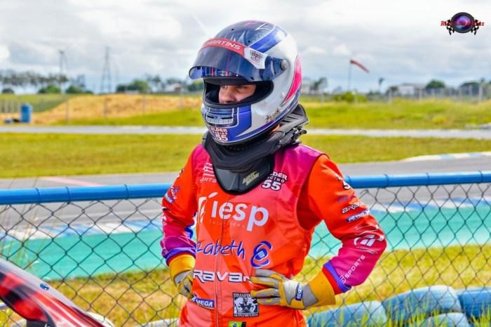 Paraibana supera dificuldades e vai pilotar em Interlagos