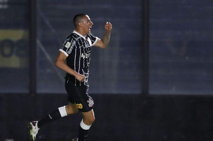 Corinthians vence Vasco e mantém invencibilidade de 10 anos
