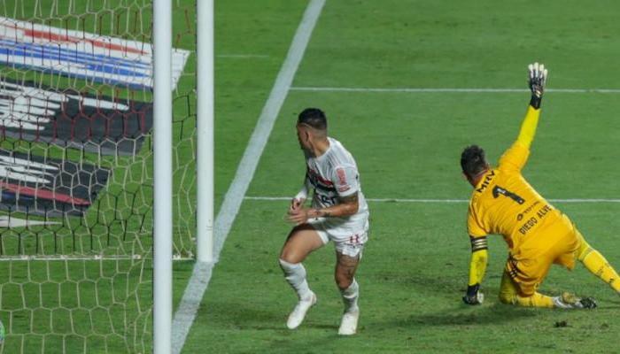 São Paulo humilha o Flamengo e é semifinalista da Copa do Brasil