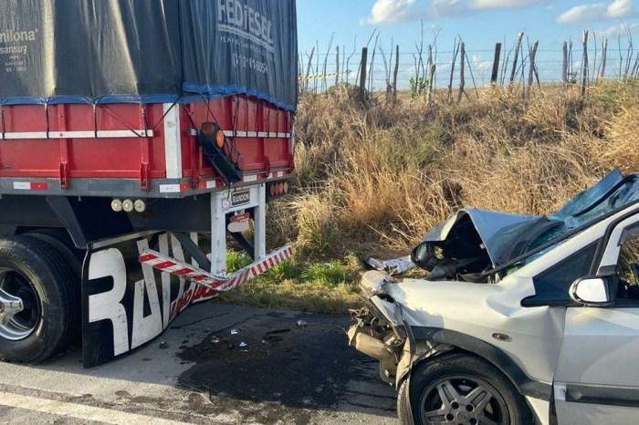 Acidente entre carro e carreta deixa 1 morto e 5 feridos, na BR-230