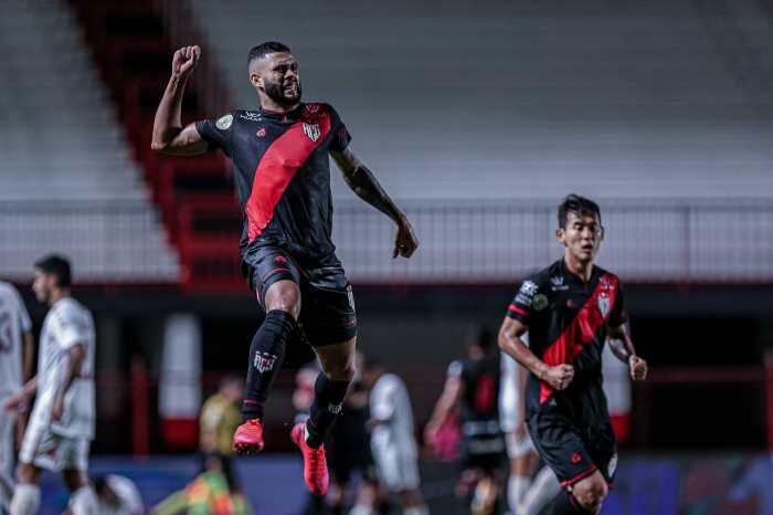 Goleiro dá vitória ao Atlético Goianiense contra o Flu