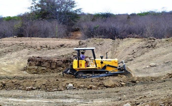 """""""Mais Água no Campo"""": Monteiro continua recuperação de Açudes e Barragens na zona rural"""