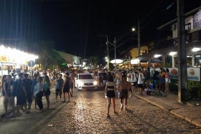 Em meio à pandemia, Brasil tem festas e aglomerações