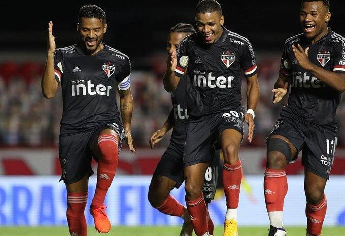 Série A: São Paulo goleia e dispara na liderança do Brasileiro