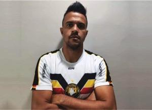 Ex-Flamengo, zagueiro é anunciado como novo reforço do Treze