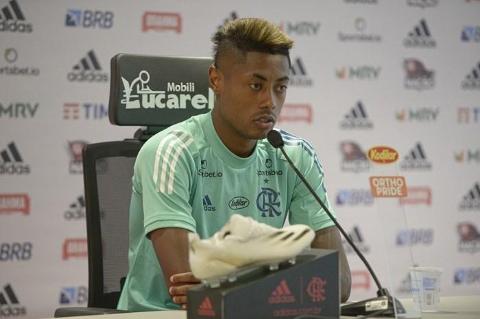 Bruno Henrique diz que falta de torcida interfere no desempenho