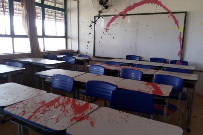 Lei responsabiliza pais por vandalismo de alunos em Campina