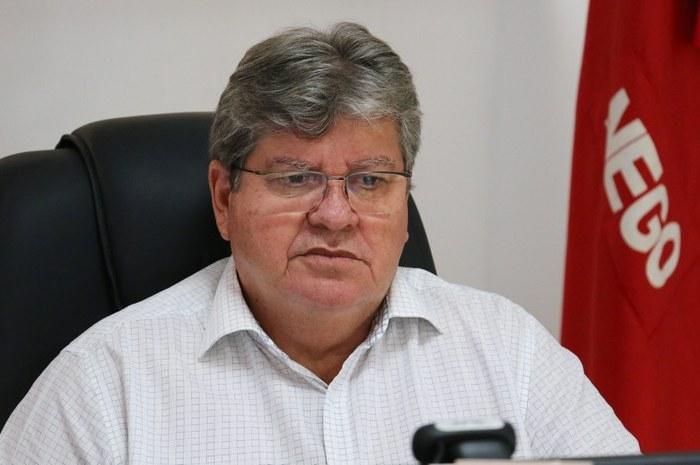 João Azevêdo autoriza estudo para pagamento dos subsídios à policiais