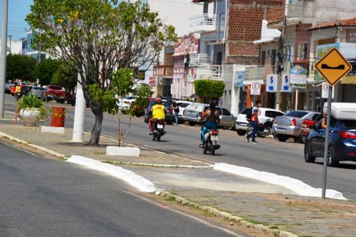 Montran realiza melhoramento no trânsito na avenida principal de Monteiro
