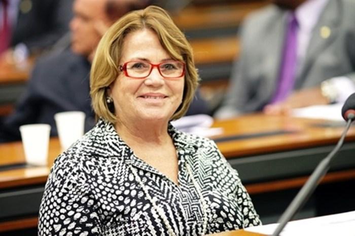 Em sua primeira sessão como titular, senadora Nilda Gondim homenageia José Maranhão