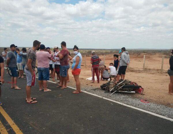 Mais um acidente na PB 200 deixa um homem morto, após colisão entre moto e caminhão