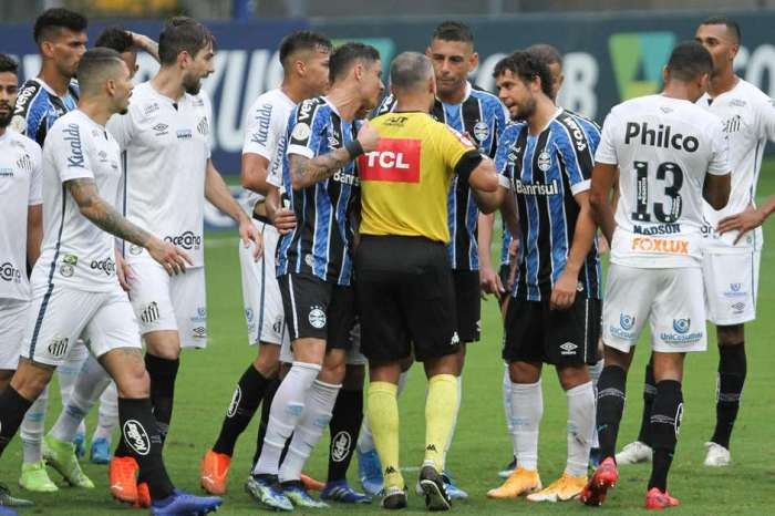 Santos faz aos 50 e empata com Grêmio em jogo com 3 pênaltis