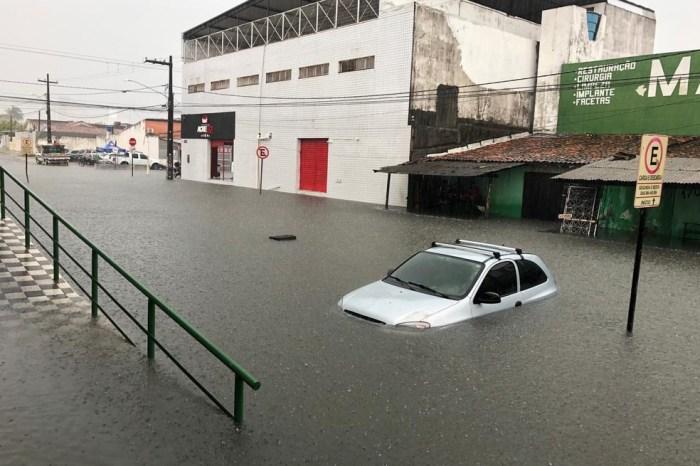 Chove mais de 143mm em João Pessoa e ruas ficam alagadas