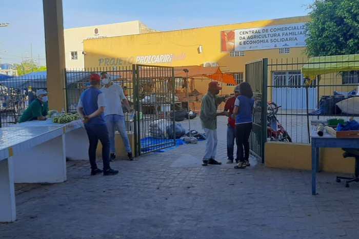 Ações de prevenção da Vigilância Sanitária alertam usuários da feira livre em Sumé