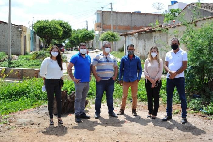 Anna Lorena e Celecileno colocam pedra fundamental em mais uma obra no município