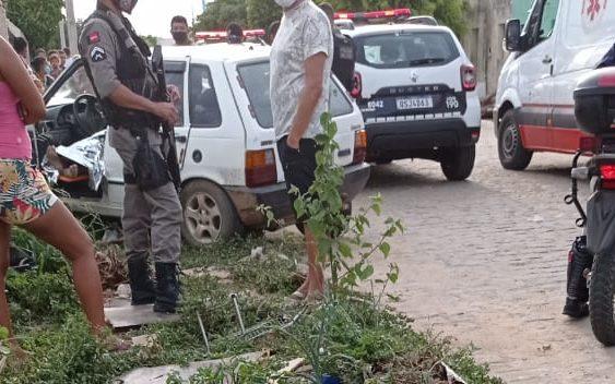Idoso sofre mal súbito e morre após colidir veículo com muro na cidade de Monteiro