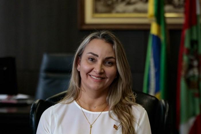 Impeachment em Santa Catarina: Governador deixa cargo pela 2ª vez