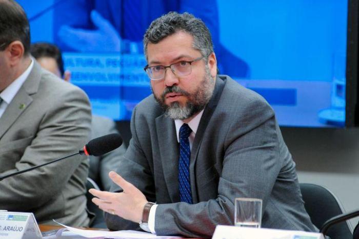 Ernesto Araújo: Cai mais um ministro do Governo Jair Bolsonaro