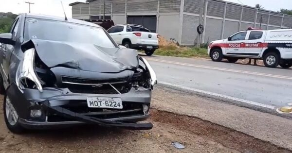 Motorista embriagado provoca acidente entre carro e caminhão na BR-412 em Sumé