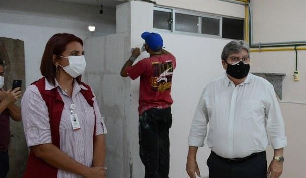 João inspeciona obras do Hospital Frei Damião em JP