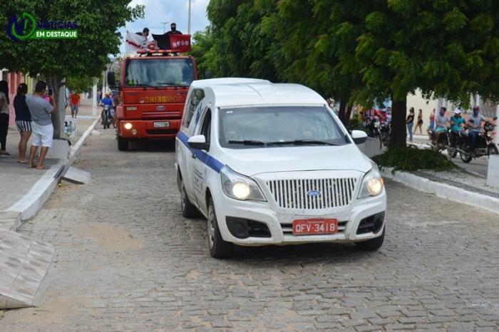 Amigos e familiares se despedem do vereador Lázaro Santos, vítima da Covid-19 em Sumé