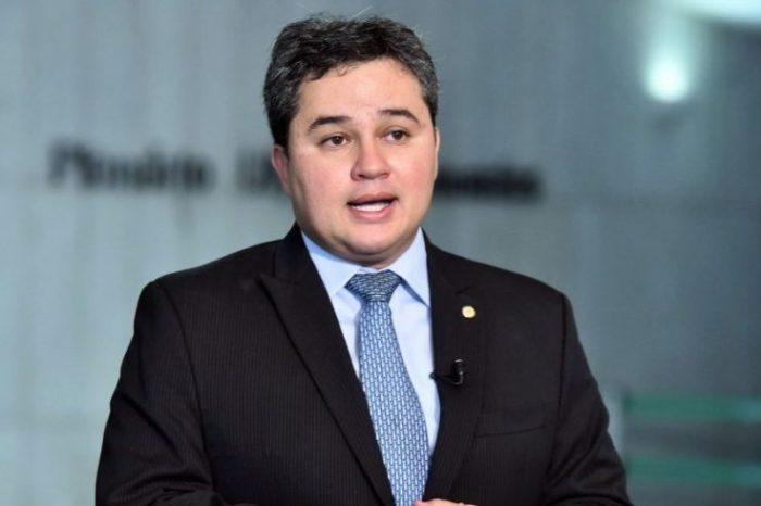 MOÍDOS DA REDAÇÃO: Mais de 50 prefeitos devem anunciar, nos próximos dias, apoio a Efraim Filho para Senado