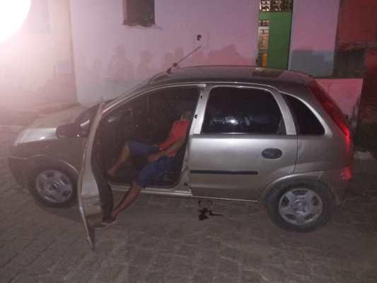 Jovem é morto a tiros dentro de veículo em cidade do Cariri