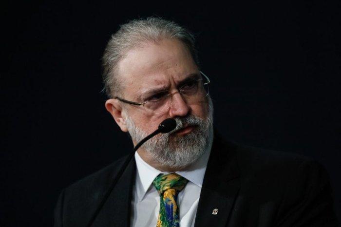 Augusto Aras pede suspensão da MP que dificulta combate a 'fake news'