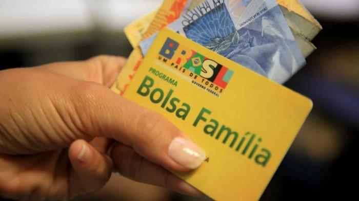 Beneficiários do Bolsa Família com NIS final 0 recebem auxílio emergencial hoje