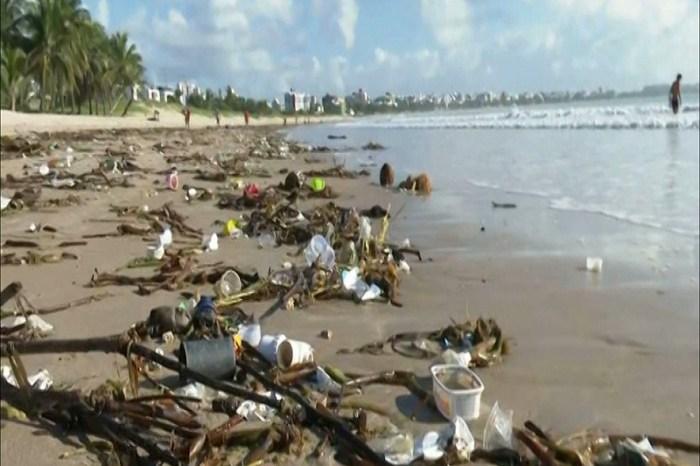 Investigação busca origem de lixo que afetou as praias de João Pessoa