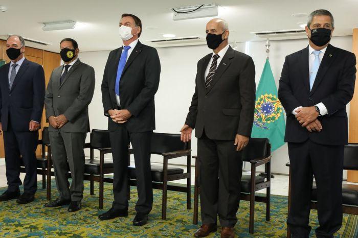 Bolsonaro dá posse a seis ministros em evento fechado e sem participação da imprensa