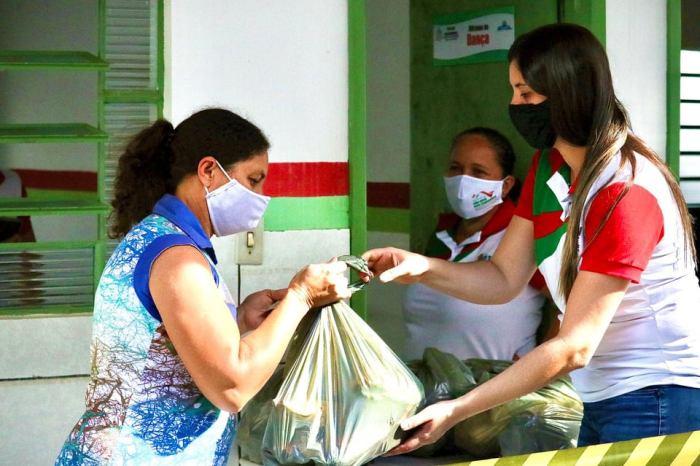Prefeitura de São José dos Cordeiros distribui 4 toneladas de alimentos com beneficiários do Bolsa Família