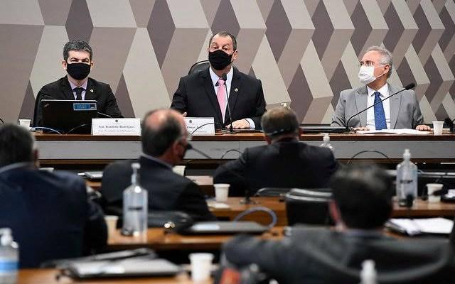 CPI convoca nove governadores e aprova novo depoimento de Queiroga e Pazuello