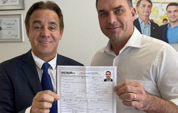 Flávio Bolsonaro anuncia filiação ao Patriota
