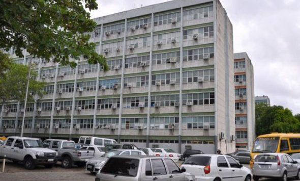 Governo do Estado notifica 43 servidores por acúmulo ilegal de cargos e pode bloquear salários