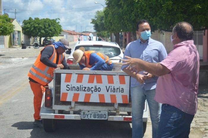 Prefeitura de Sumé instala sinalização luminosa em ruas da cidade