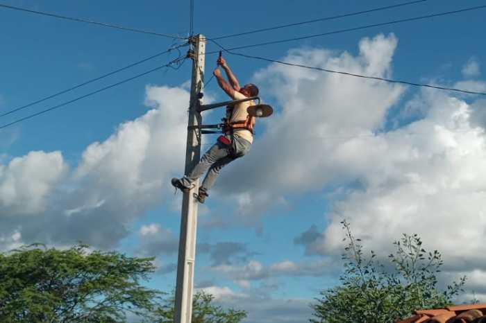 """""""Mais Luz no Campo"""" beneficia mais 38 famílias de 10 comunidades na zona rural de Monteiro"""