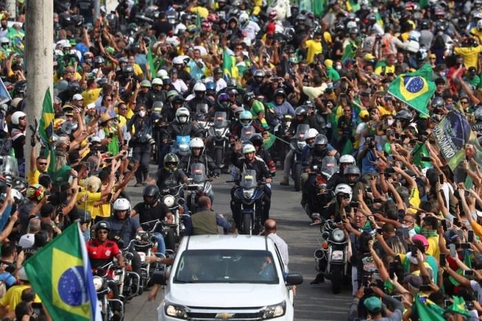 'Meu Exército jamais irá às ruas para manter vocês em casa', diz Bolsonaro