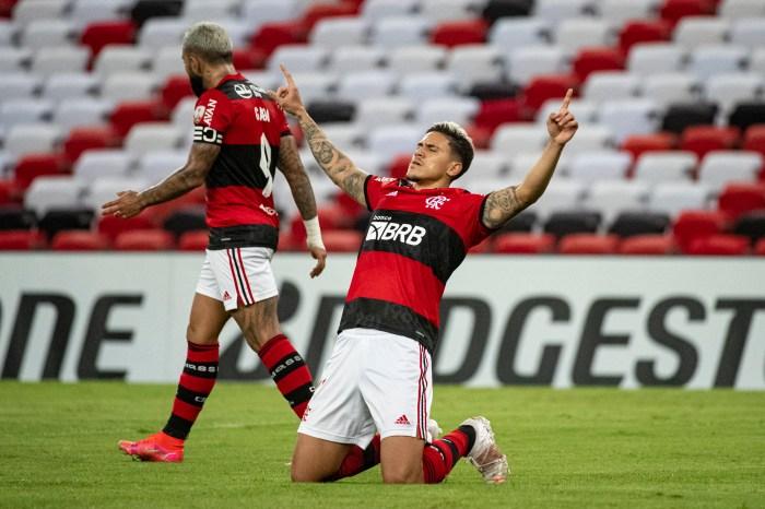 Com um a menos, Flamengo empata com a LDU e garante classificação para as oitavas da Libertadores