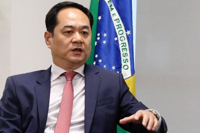 Embaixador chinês revela carta da Fiocruz agradecendo pelo envio de insumos de vacinas ao Brasil