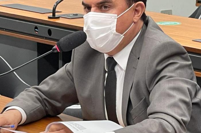 Wilson Santiago protocola PL que propõe piso para enfermeiros compatível com a jornada de trabalho