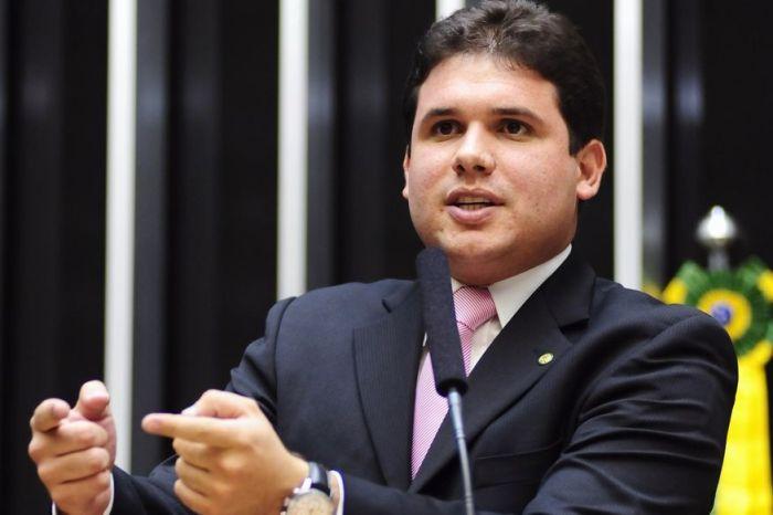 Hugo Motta é cotado para liderar bancada federal e revela conversa com governador João Azevêdo