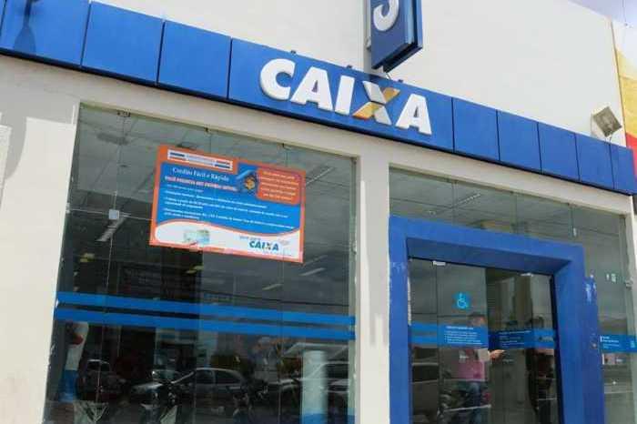 Clientes denunciam venda de vagas em filas da Caixa Econômica na cidade de Monteiro