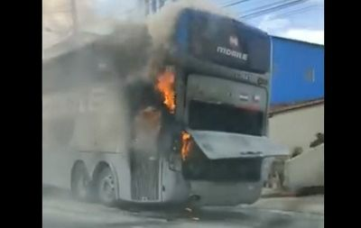 Ônibus do Botafogo-PB sofre pane e pega fogo a caminho de Sousa